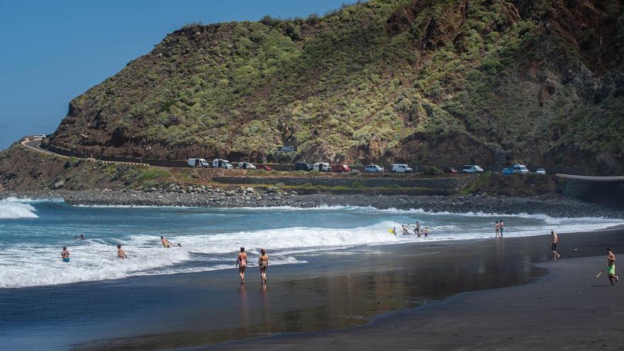 Santa Cruz recomienda no bañarse en Almáciga y Roque de las Bodegas por la aparición de más hidrocarburos