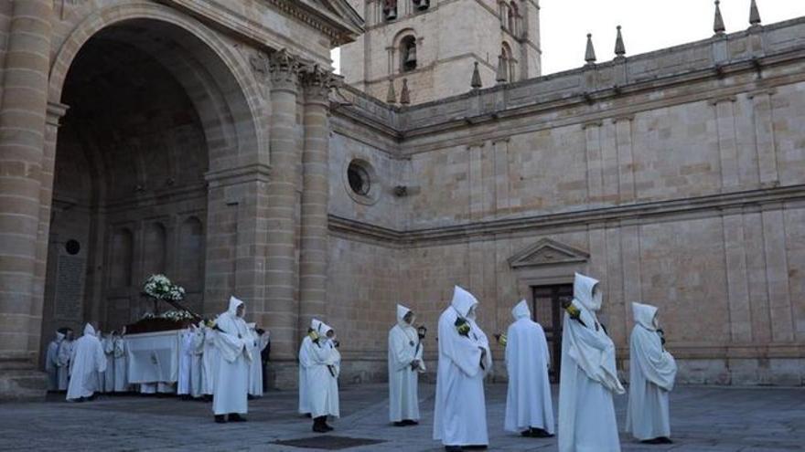 Semana Santa en Zamora | Luz y Vida lleva el acto de la oración a la Catedral