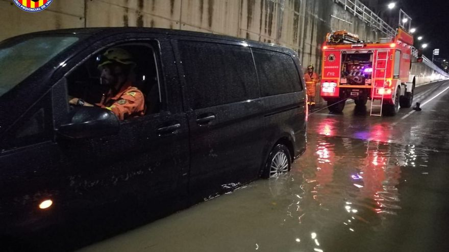 Una lluvia torrencial de más de 100 litros de agua anega Xàtiva en pocas horas