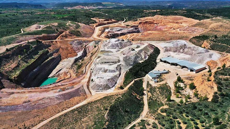 Porcelanosa reforesta la mina Portomé con la plantación de 10.400 árboles