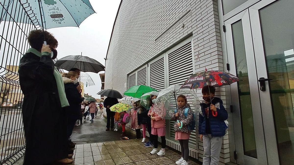 Piden techar la zona de acceso a Infantil del colegio Peña Tú de Llanes | EVA SAN ROMÁN