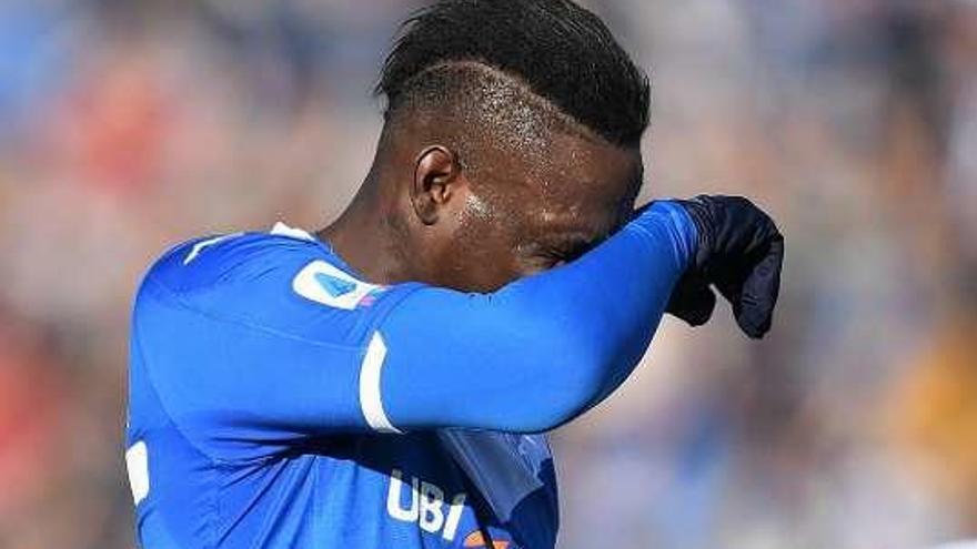 Interrumpido el partido Brescia-Lazio por cánticos contra Balotelli