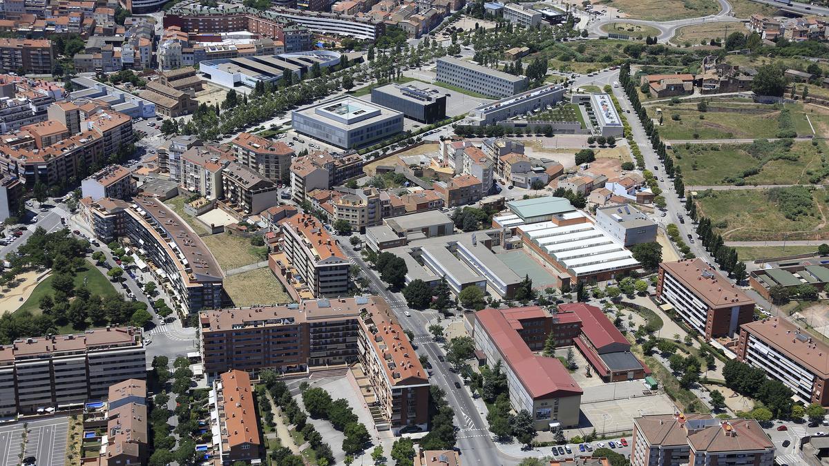 El Campus universitari de Manresa. En primer terme, la UPC i més al  fons, la FUB