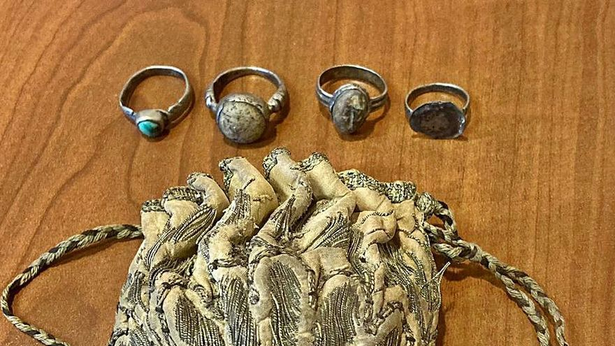 Hallazgo de cuatro anillos que podrían atribuirse a obispos santos de San Estevo