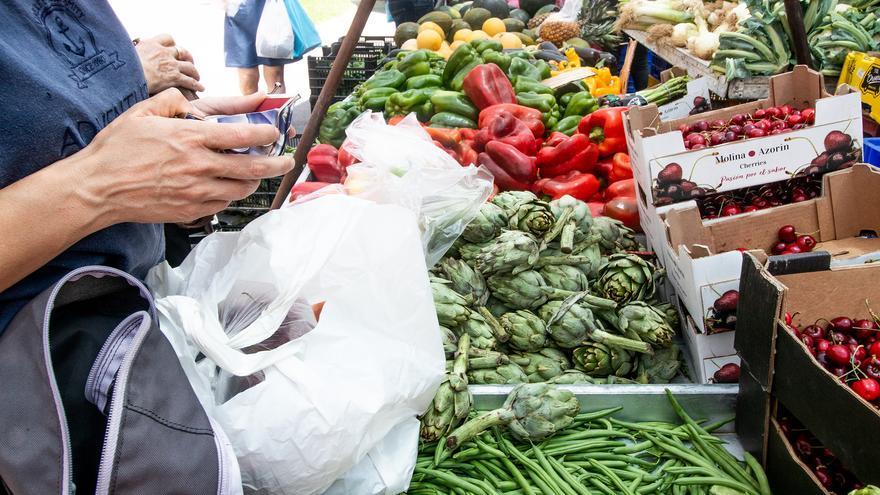 Orihuela limita a la mitad los puestos en los mercados por las restricciones
