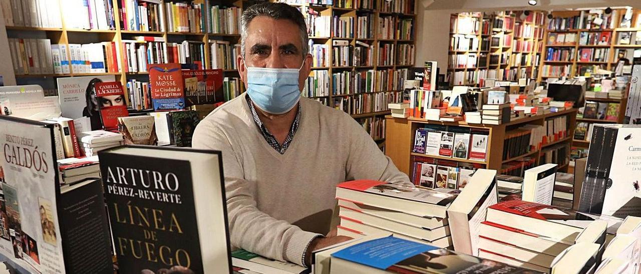 Álvaro Fraga, en su librería.        Ricardo Solís