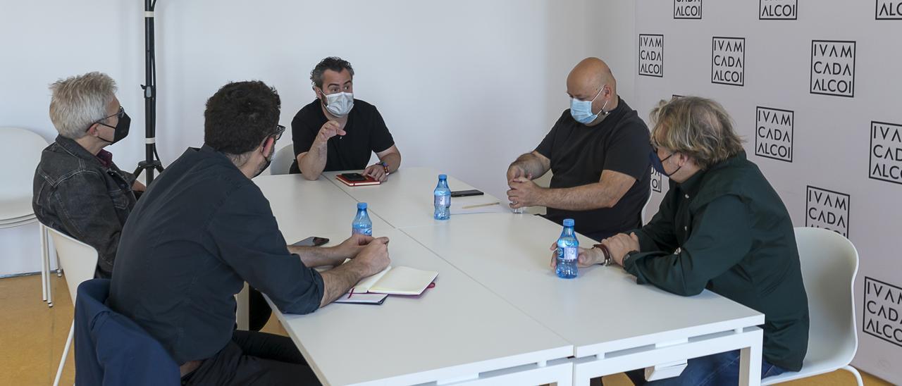 El concejal de Cultura, Raül Llopis, durante la reunión con la empresa que desarrollará el proyecto museístico.