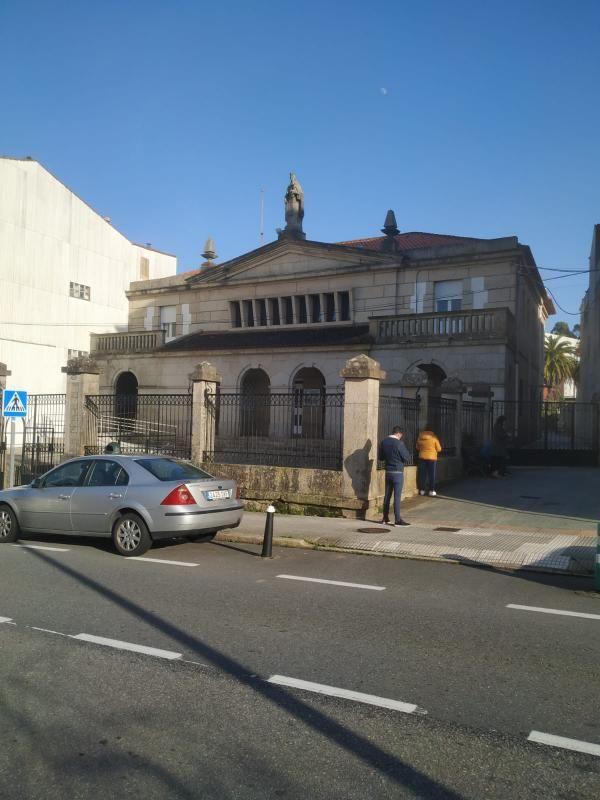 """El edificio conocido en O Grove como """"colexio das monxas""""."""
