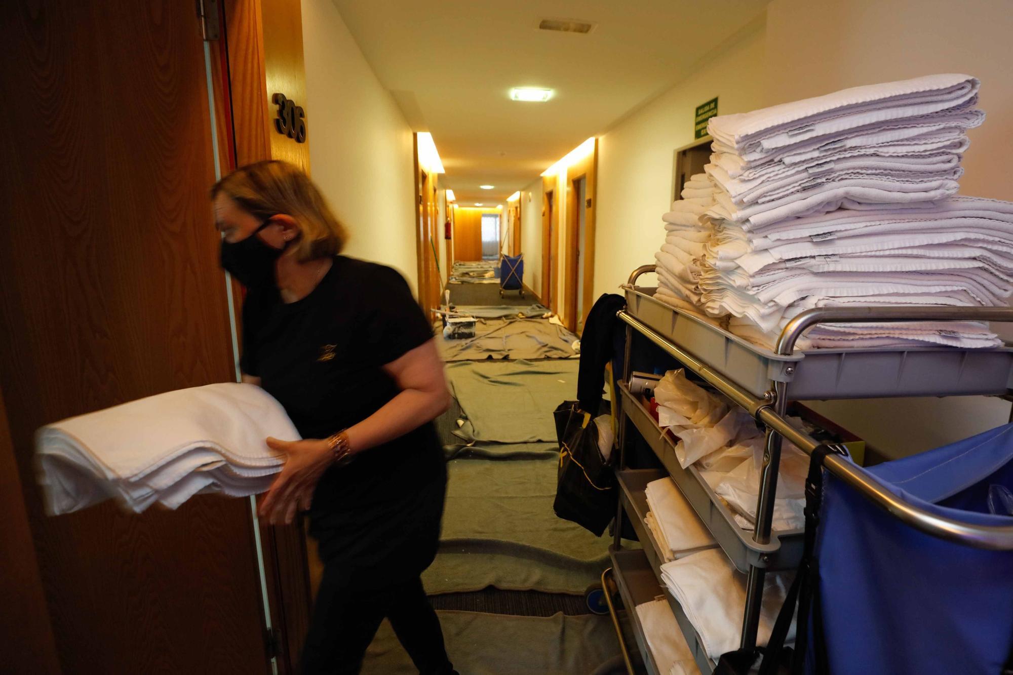 La reapertura de un hotel de Ibiza: patas arriba a 10 días de otra temporada incierta