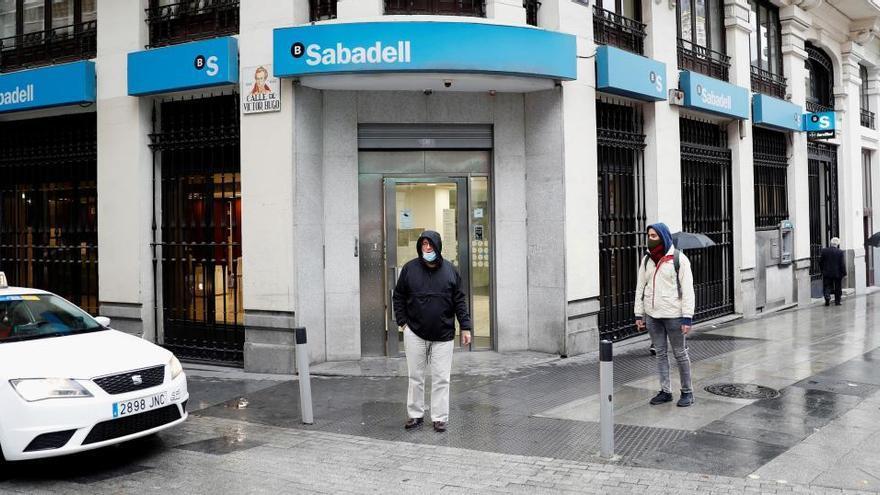 El futuro del Banco Sabadell, según los expertos