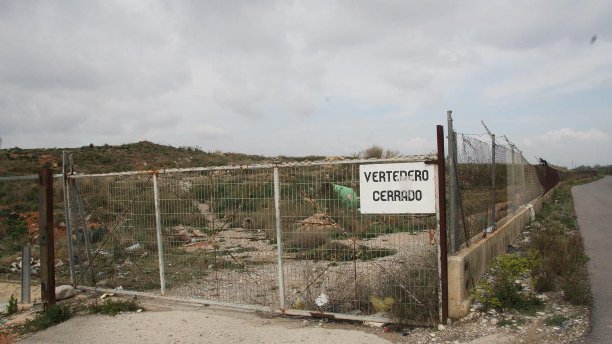 Las obras del sellado del antiguo vertedero supondrán una inversión de 2,5 millones por parte de la Generalitat.