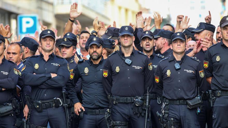 El dispositivo de refuerzo de policías y guardias civiles por el 1-O deja Cataluña