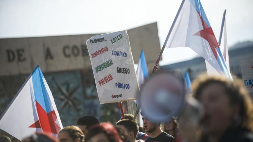 Cientos de alumnos salen a la calle en toda Galicia para exigir que se derogue la Lomce