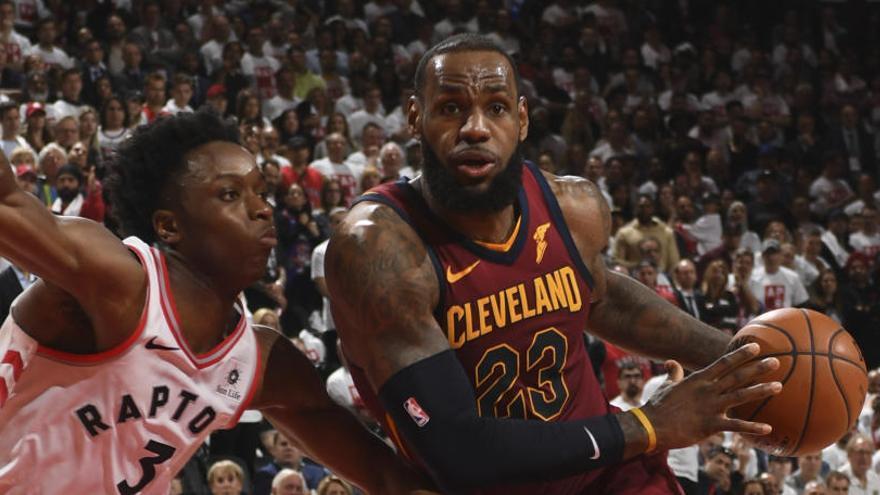 Los Cavaliers golpean primero a los Raptors gracias a James