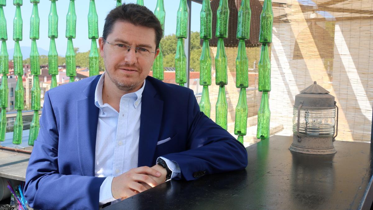 L'escriptor i professor Xavier Gual, guanyador del 32è Premi Ramon Muntaner de literatura juvenil
