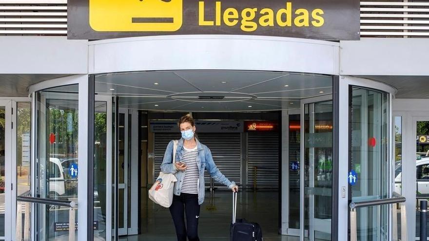Exteriores elimina la cuarentena a turistas llegados de Reino Unido