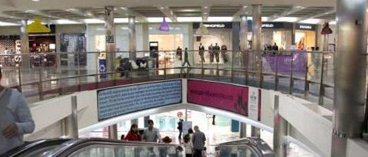 Las tiendas de Gran Turia anuncian 300 despidos si no puede abrir los domingos