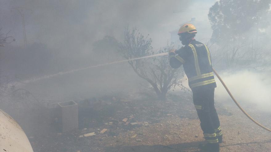 Alarma a Xàbia per un incendi al costat del centre urbà