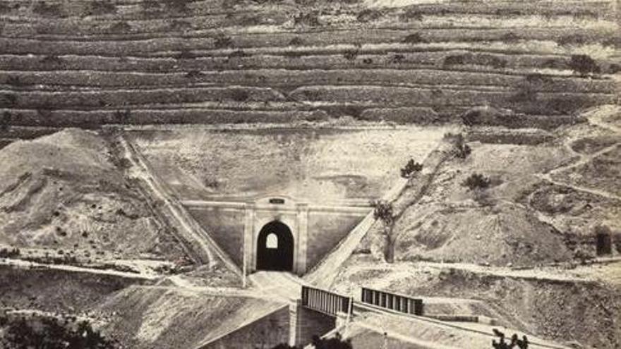 """El """"túnel del Pantano"""" de Elda el día de su inauguración en 1858"""