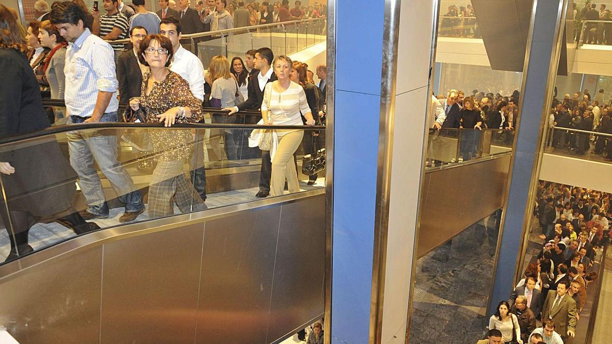 Interior del centro comercial Dolce Vita el día de su inauguración, en el año 2008.
