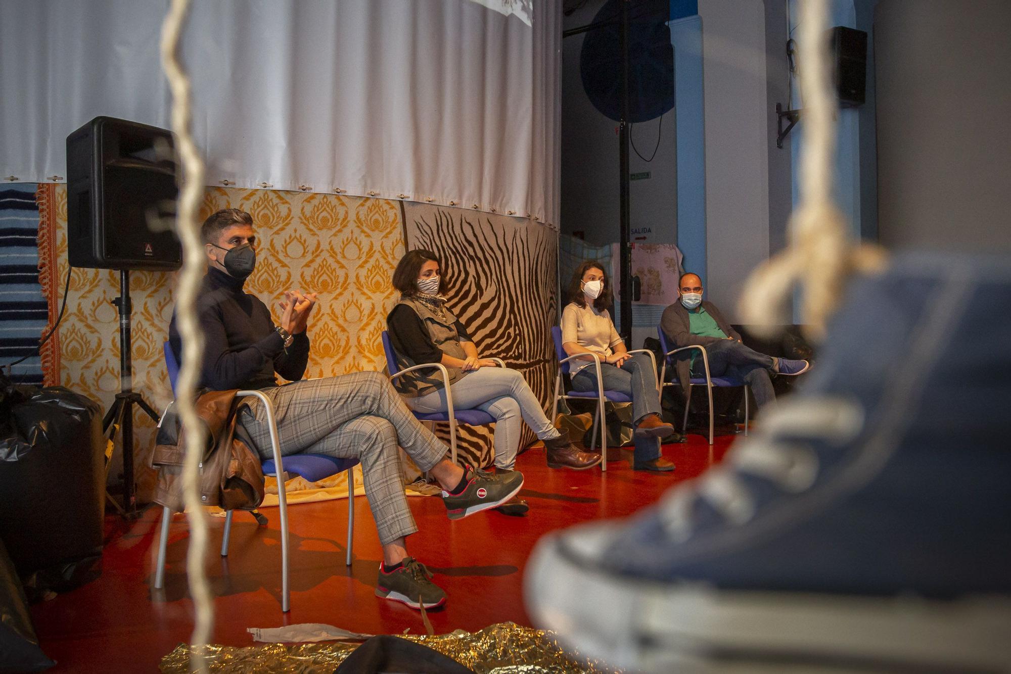 Mesa redonda 'Islas Jaula' en la Sala Insular de Teatro