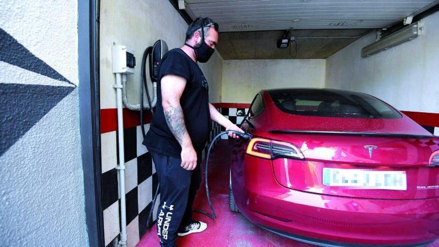 Los puntos de carga para coches eléctricos aterrizan con fuerza en los garajes privados