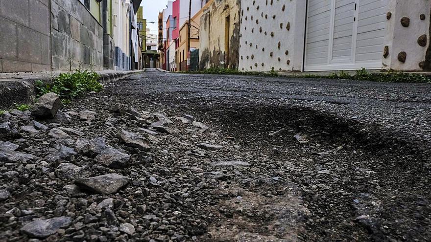 El Ayuntamiento de Telde reasfalta un centenar de calles de la costa al casco