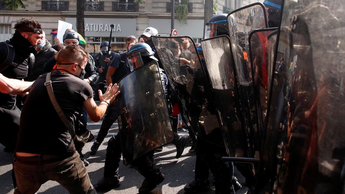 Policías antidisturbios durante una manifestación.