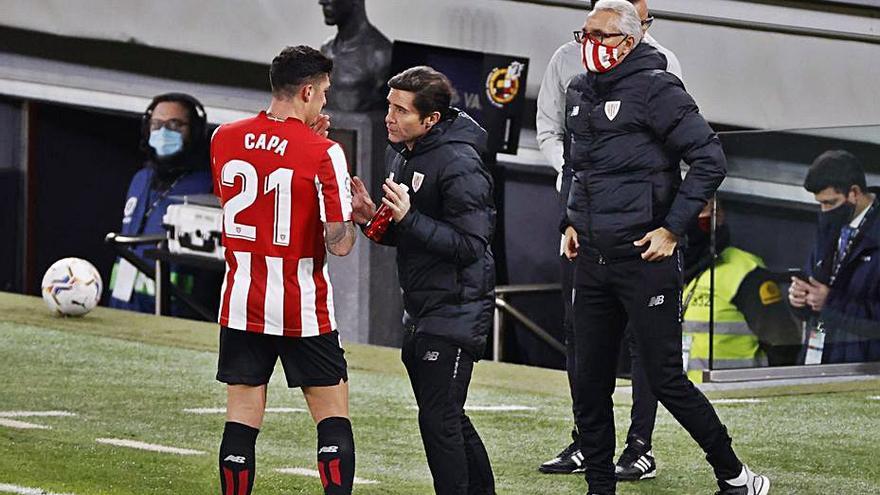 Un descomunal Leo Messi amarga el debut de Marcelino