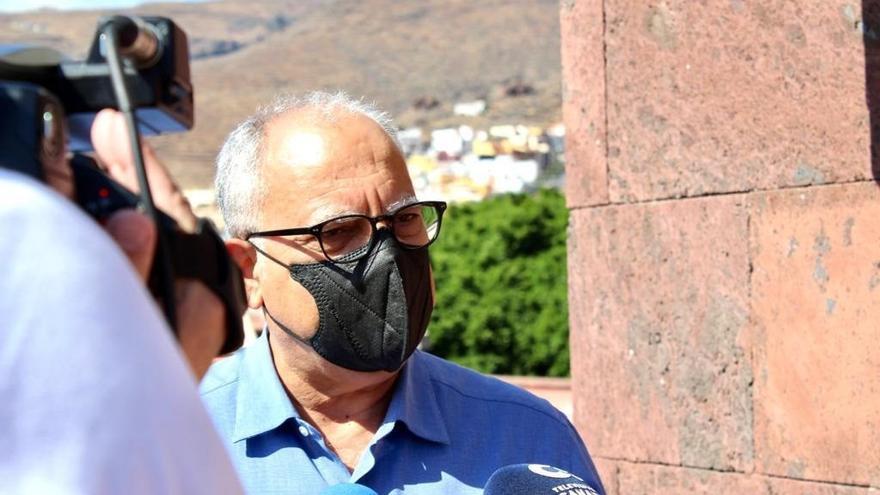 El presidente de La Gomera sugiere bombardear el volcán para encauzar las coladas de La Palma