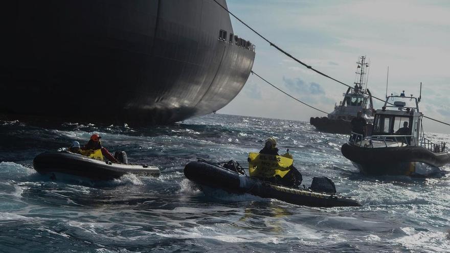 El bloqueo de Greenpeace al buque de gas, en vídeo
