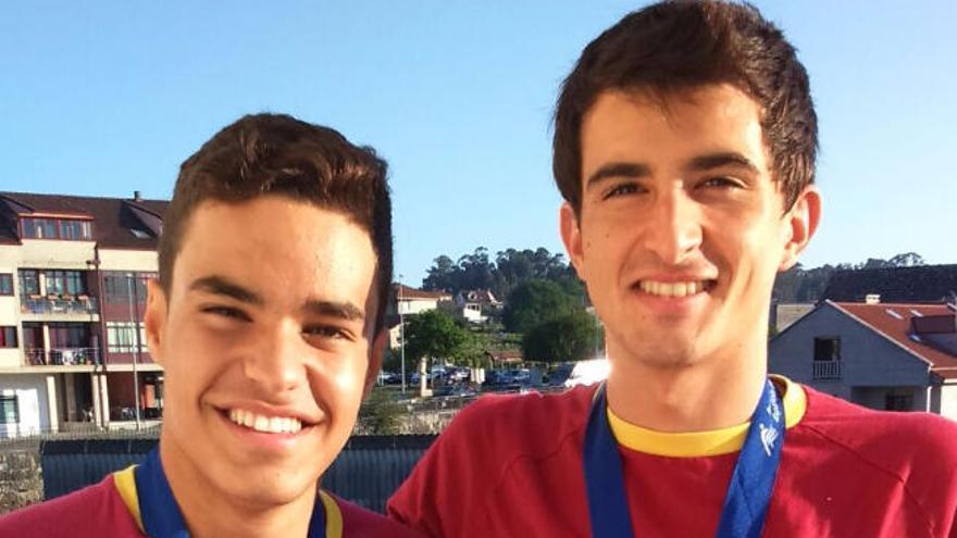 Adrián Curbelo logra la medalla de bronce en la prueba de 50 mariposa