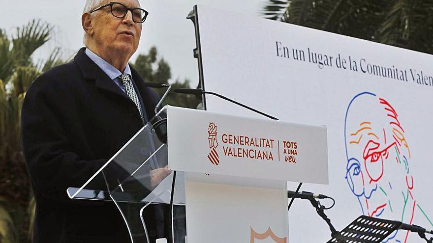 El ayuntamiento pide que la muestra de Brines en Alcalá de Henares también se lleve a Oliva