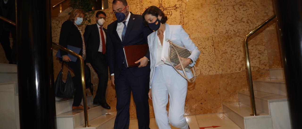 Adrián Barbón y Reyes Maroto, en el edificio de la presidencia del Principado.