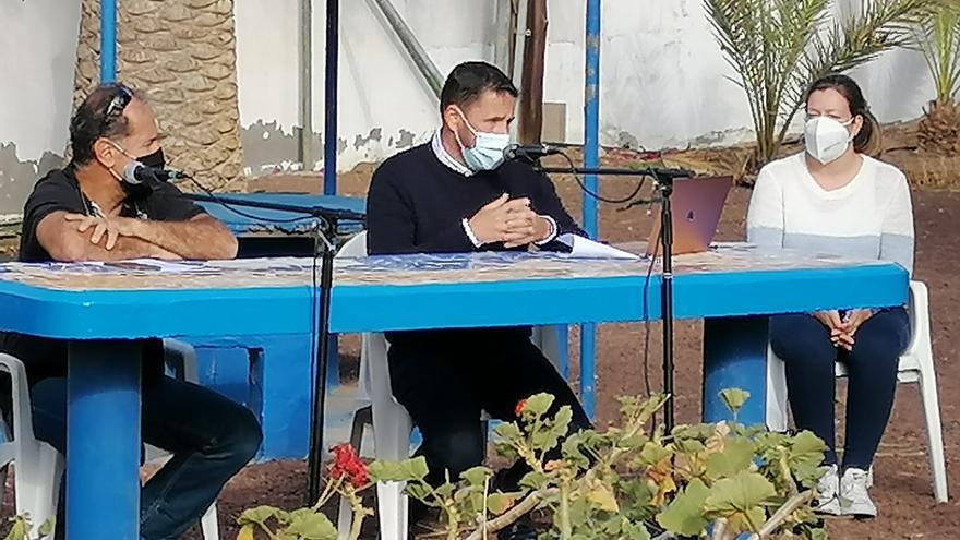 El alcalde de Telde visita la urbanización Ojos de Garza