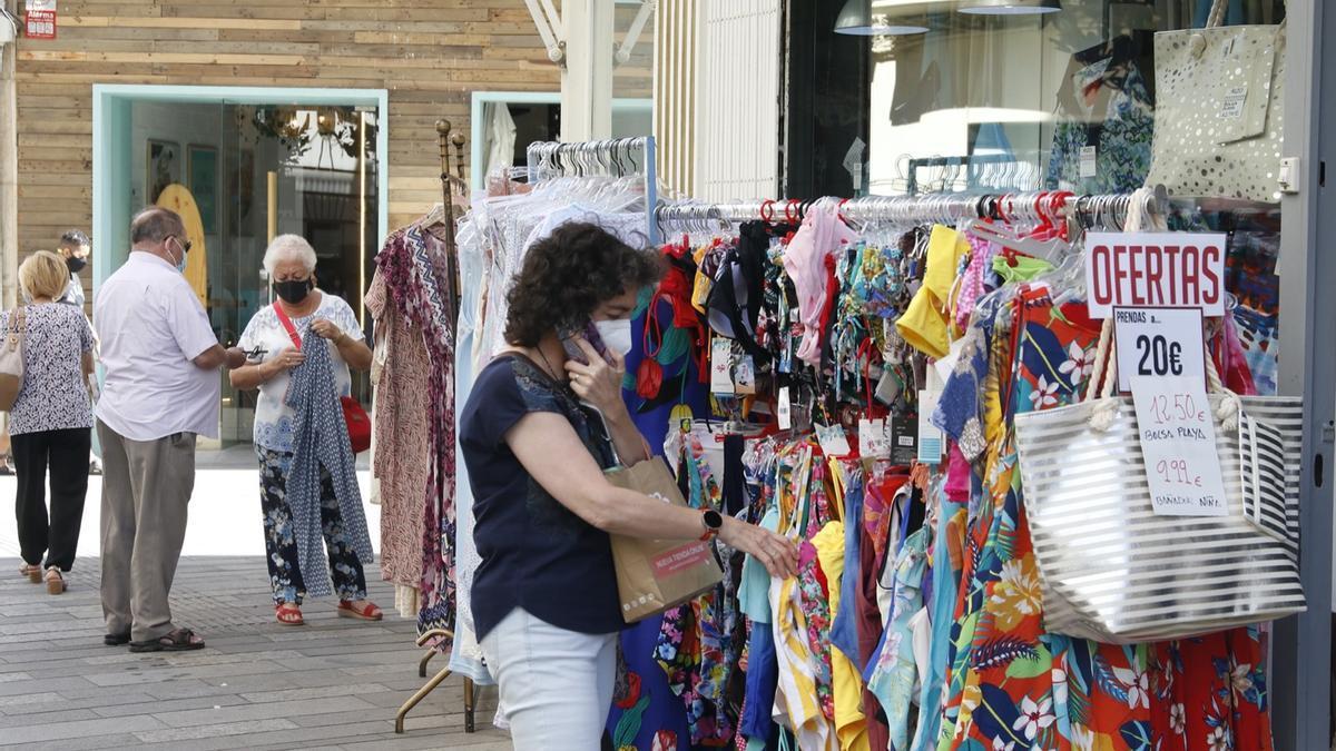 Los comercios del centro de la capital y la Judería abrirán hasta las 00:00 en la noche de San Juan