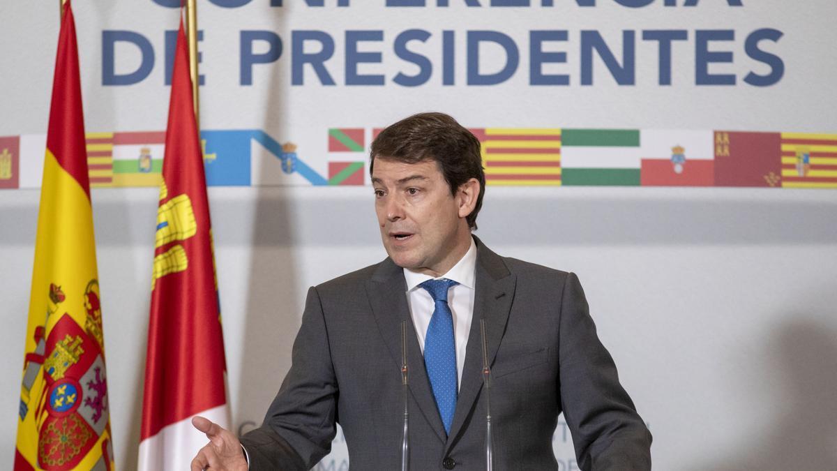 El presidente Fernández Mañueco durante la rueda de prensa tras la Conferencia de Presidentes.
