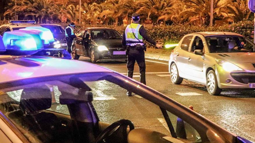 La Policía Local impone 25 sanciones por incumplir el toque de queda esta noche y disuelve siete fiestas en viviendas en Alicante