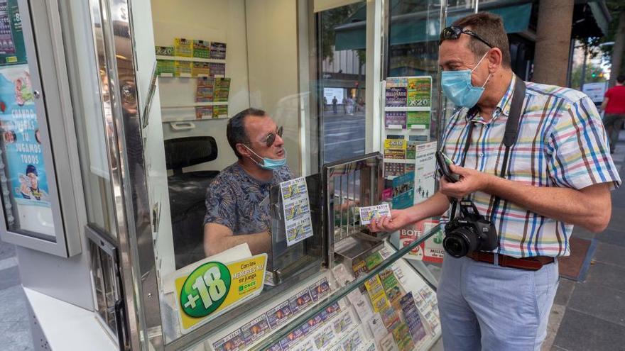 La ONCE deja 3 millones de euros en Manises en su primer día de venta