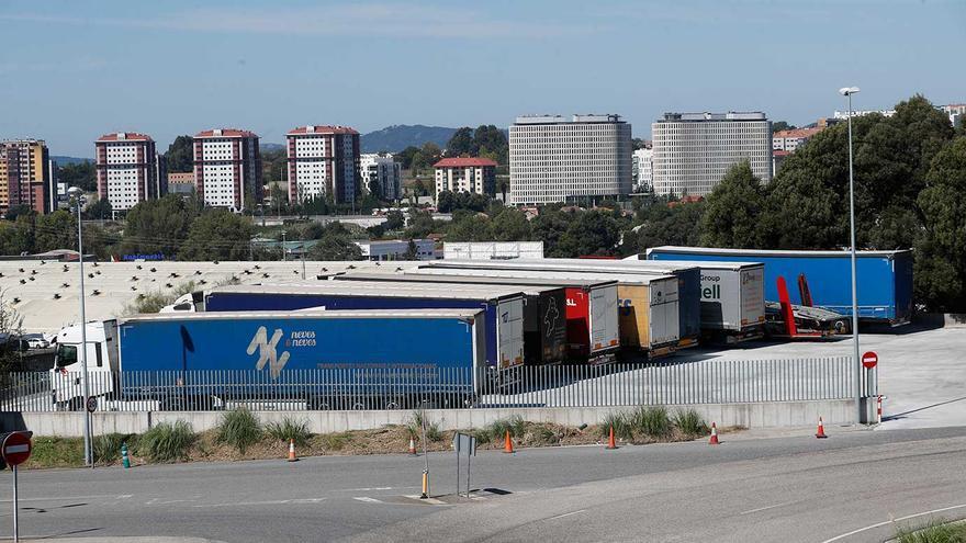 """La crisis de los chips fuerza el parón en Vigo de hasta 500 camiones: """"No lo aguantamos"""""""