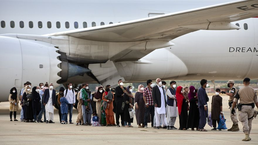 Aterriza en Torrejón un nuevo avión con familias de los colaboradores de España en Afganistán