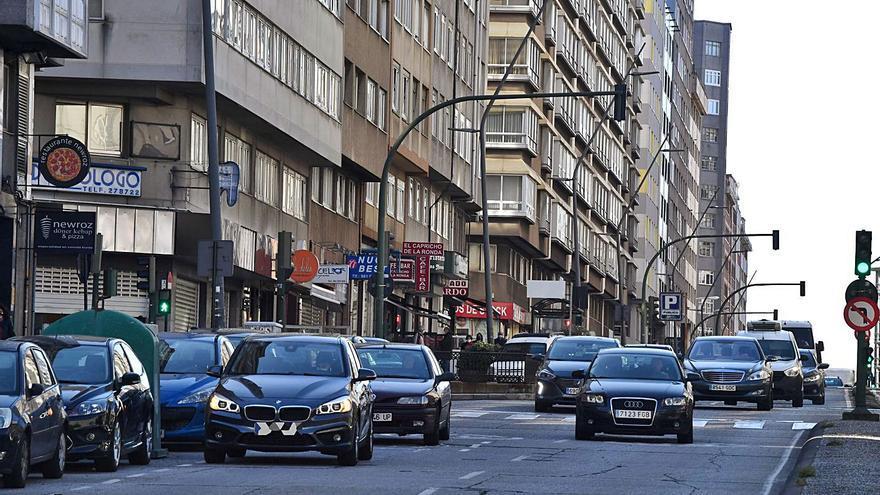 Seis veces más multas de lo habitual contra la doble fila en la nueva campaña policial