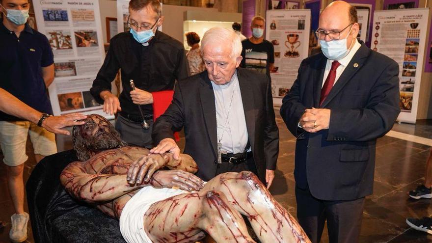 Un Cristo Yacente de Cabra preside una exposición en Valencia