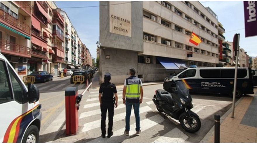 Detenido por atracar a un turista en Benidorm e irse de compras con sus tarjetas