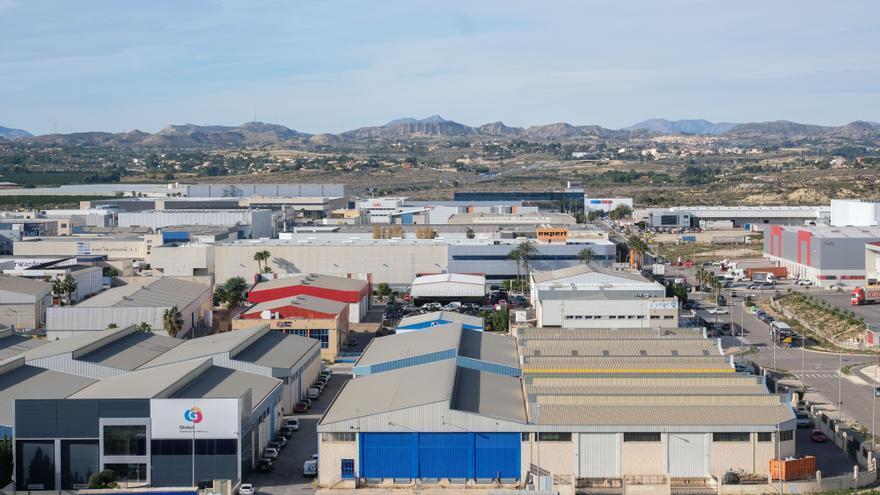 El Ayuntamiento pedirá fondos europeos para desarrollar el eje Alicante-Elche y ampliar suelo industrial