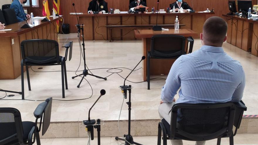 Dos años de cárcel por arrancar la oreja de un mordisco a un joven en Palma