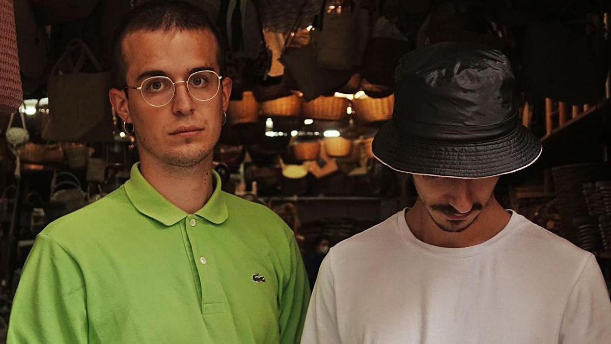 De esquerda a dereita, Alberto Mira e Fer Peleteiro, do grupo de pop Verto.   | // LA OPINIÓN