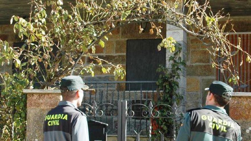 Dos agentes de vigilancia en el medio rural
