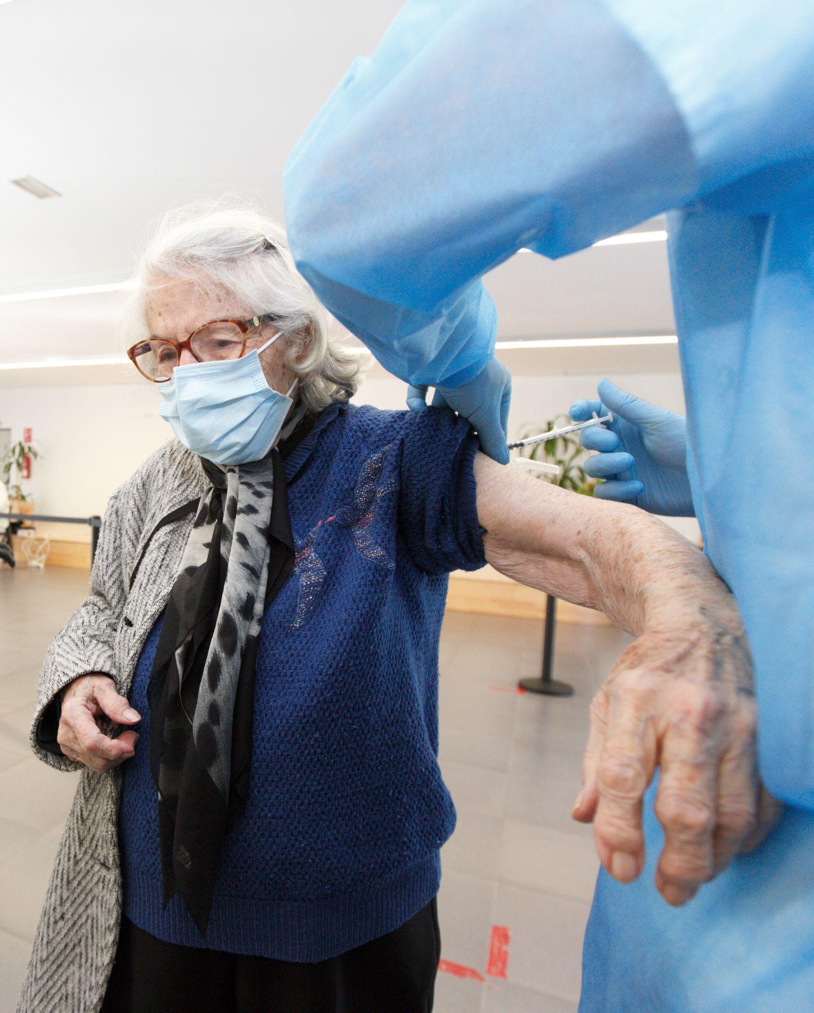 Vacunación contra el covid en el centro de mayores de San Juan