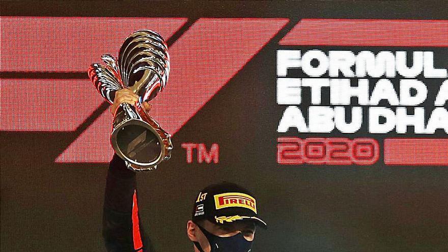 Verstappen gana la última prueba de un año marcado por el COVID